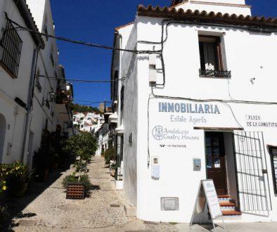 Dans les rues du village blanc de Jimena