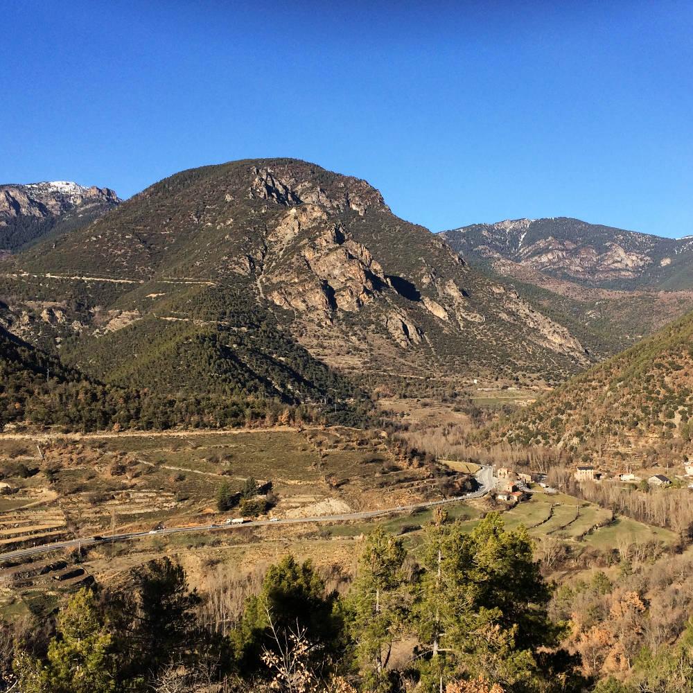 Route du pont d'Arsèguel dans les Pyrénées Catalanes