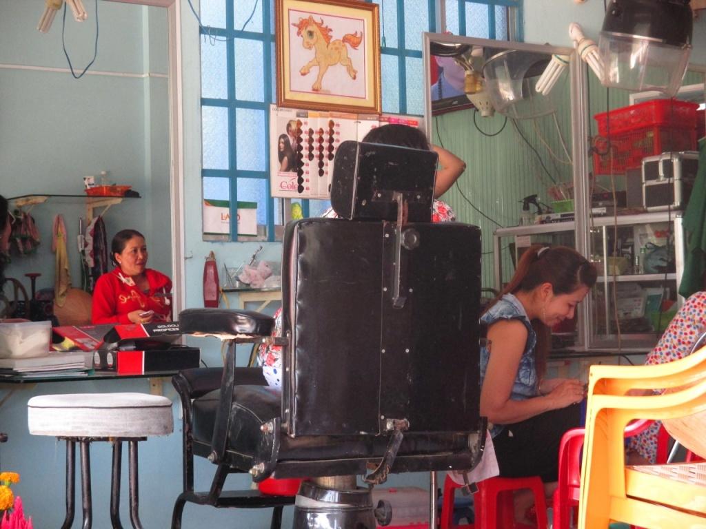 Chez la coiffeuse du Mékong