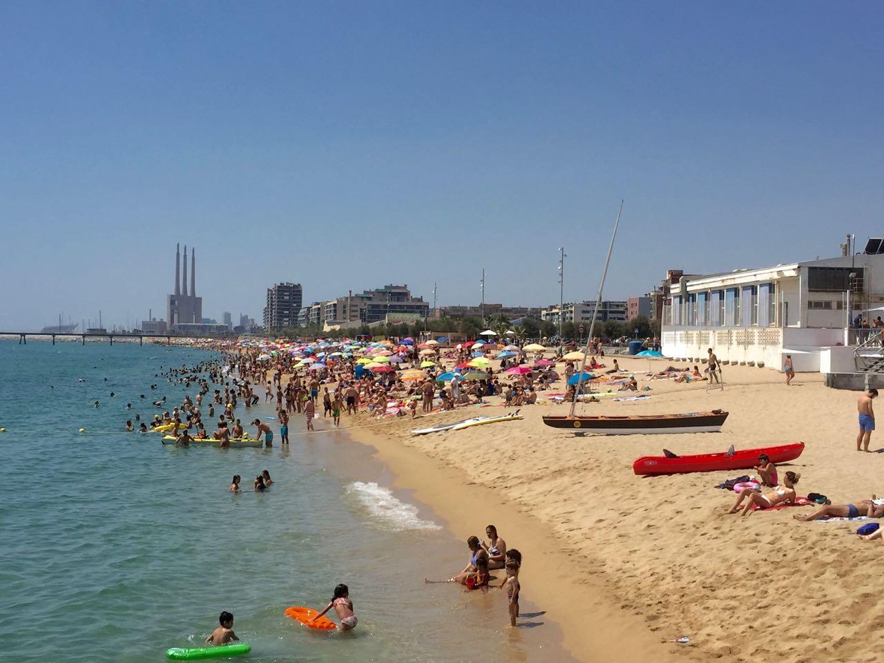 La plage de Badalona, près de Barcelone.