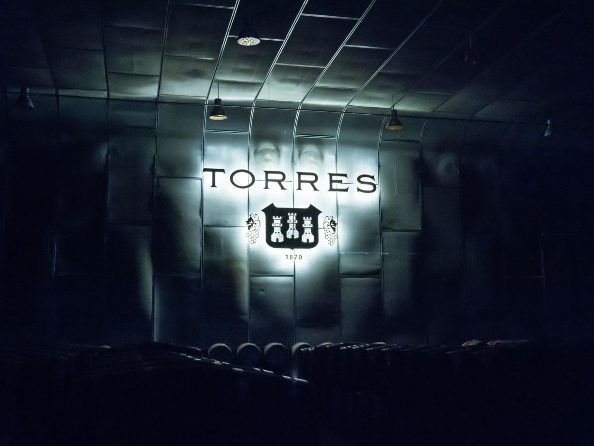 Au chai de la famille Torres en Catalogne