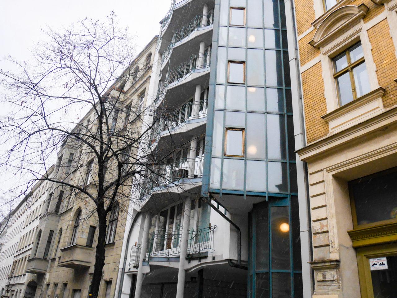 Immeuble Bauhaus dans les rues de Berlin Neukölln