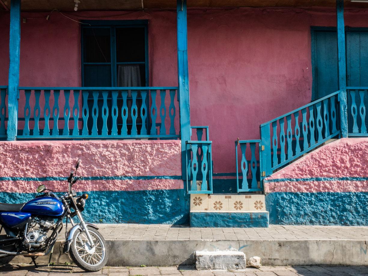 Dans les rues de Flores au Guatemala