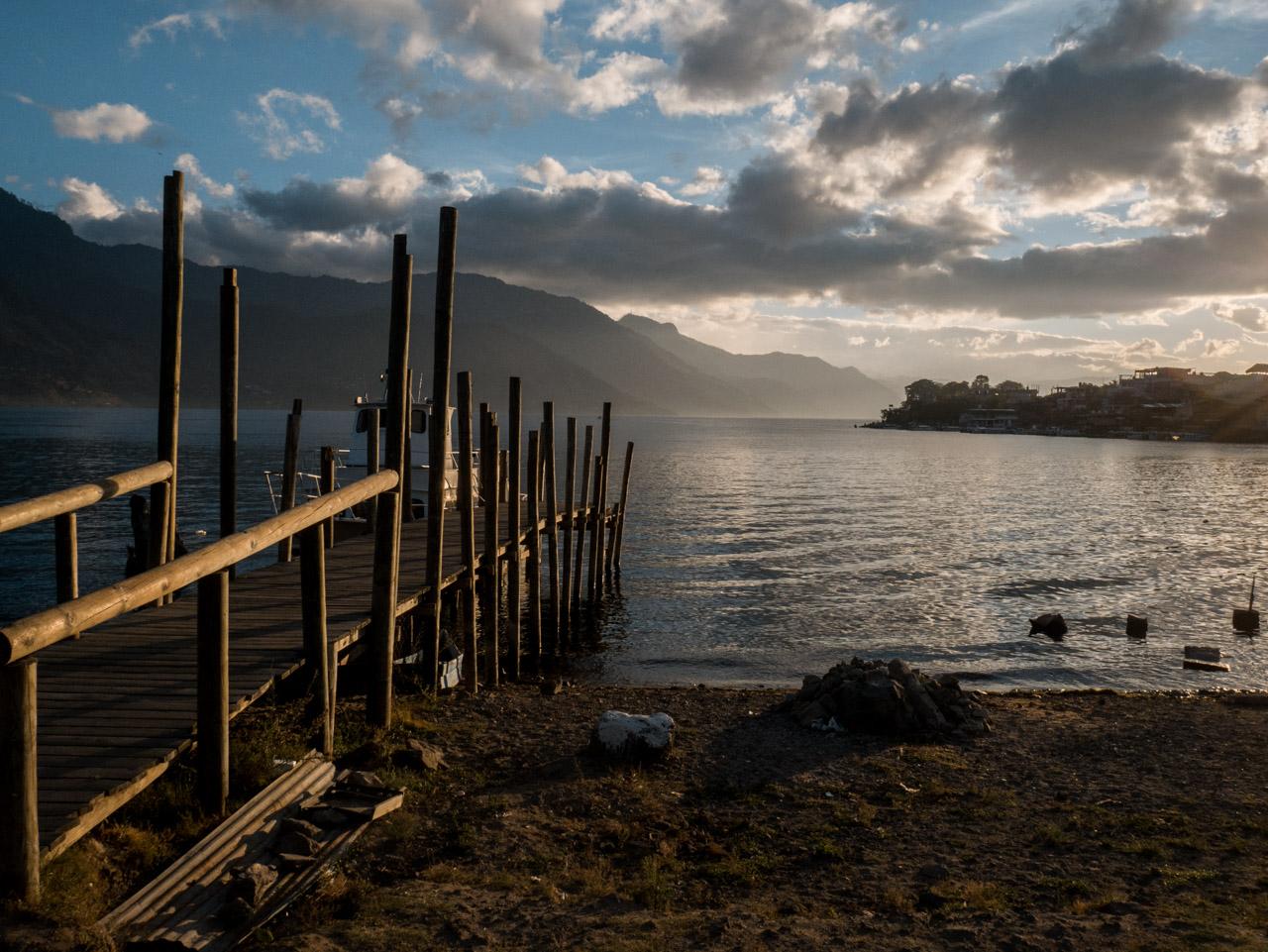 Lever de soleil sur le lac Atitlan