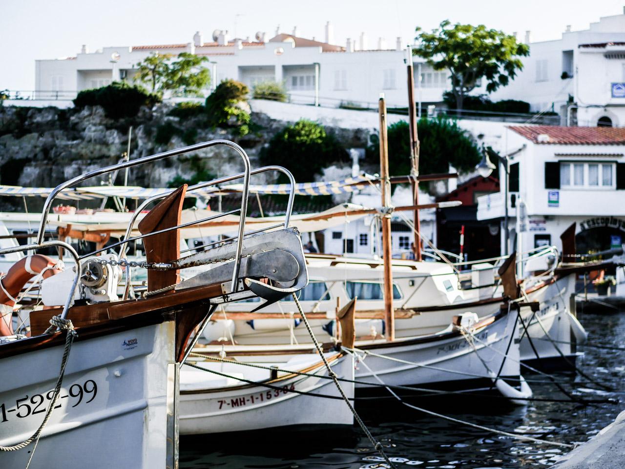 Déjeuner sur le port d'Es Castell pendant mon séjour à Minorque