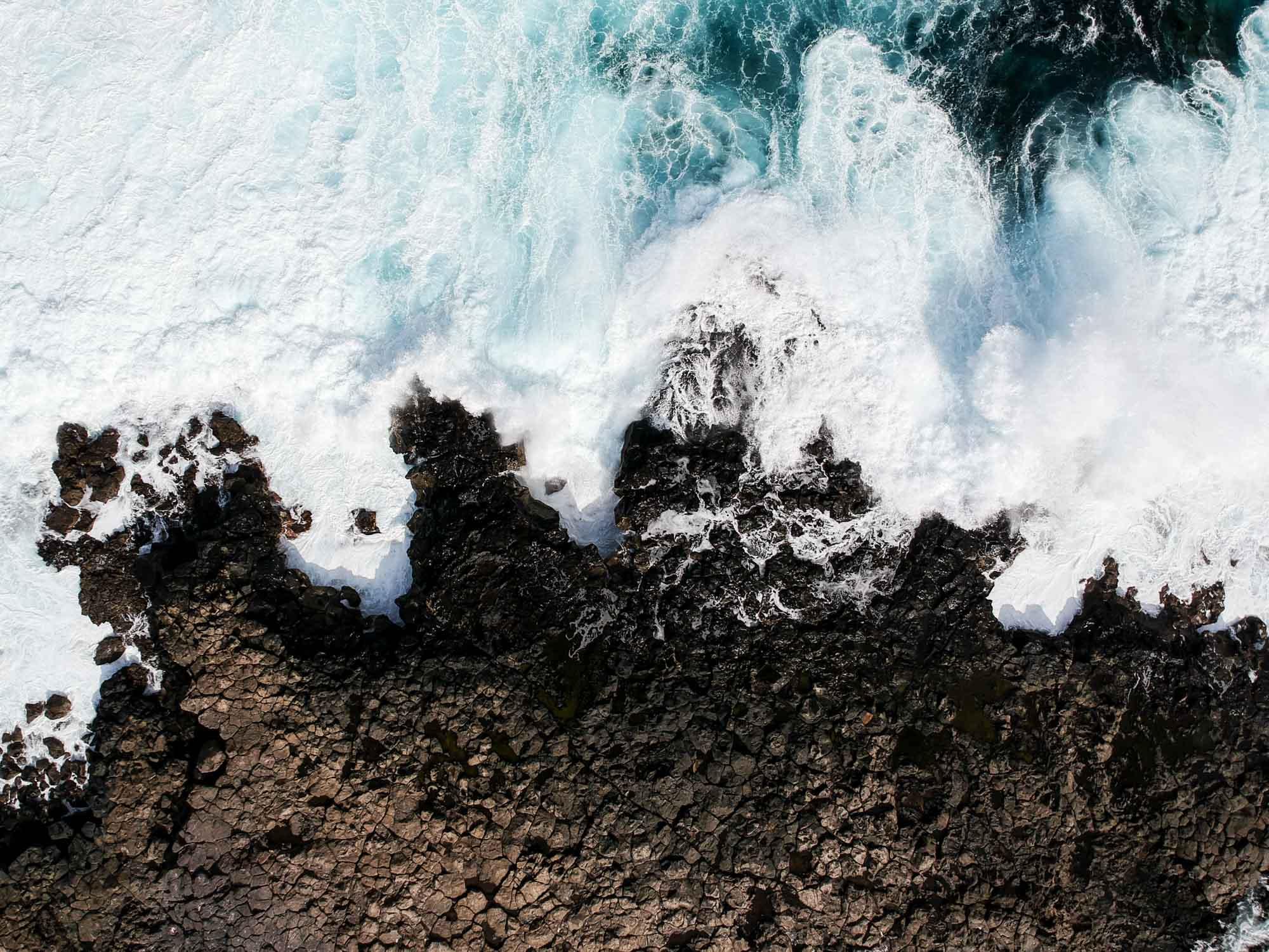 Océan déchaîné sur la côte ouest de Lanzarote