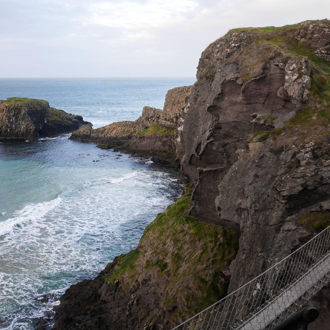 Le pont de Carrick-a-Rede en Irlande du Nord