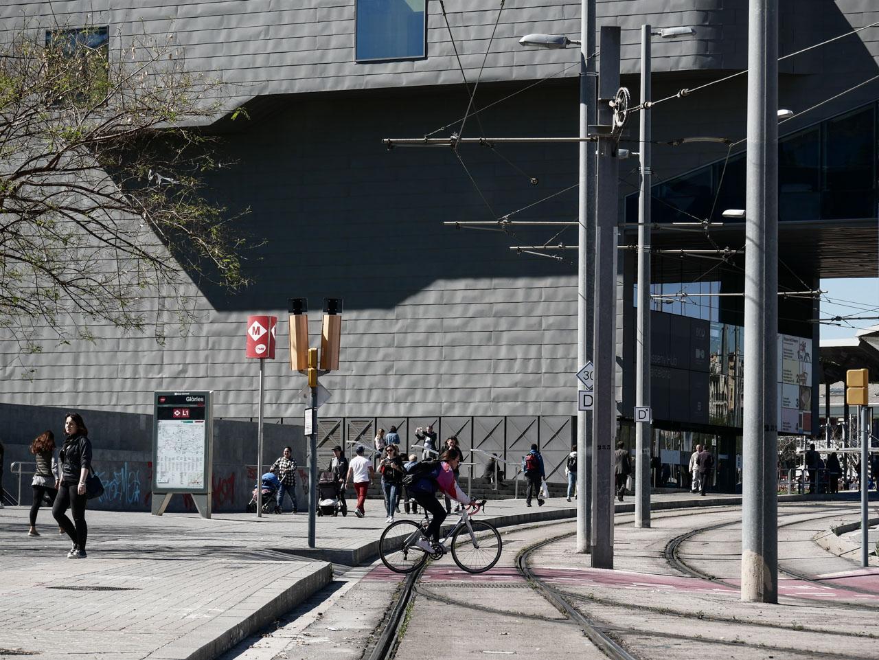 Explorer Barcelone à pied ou en vélo pour éviter les transports en commun