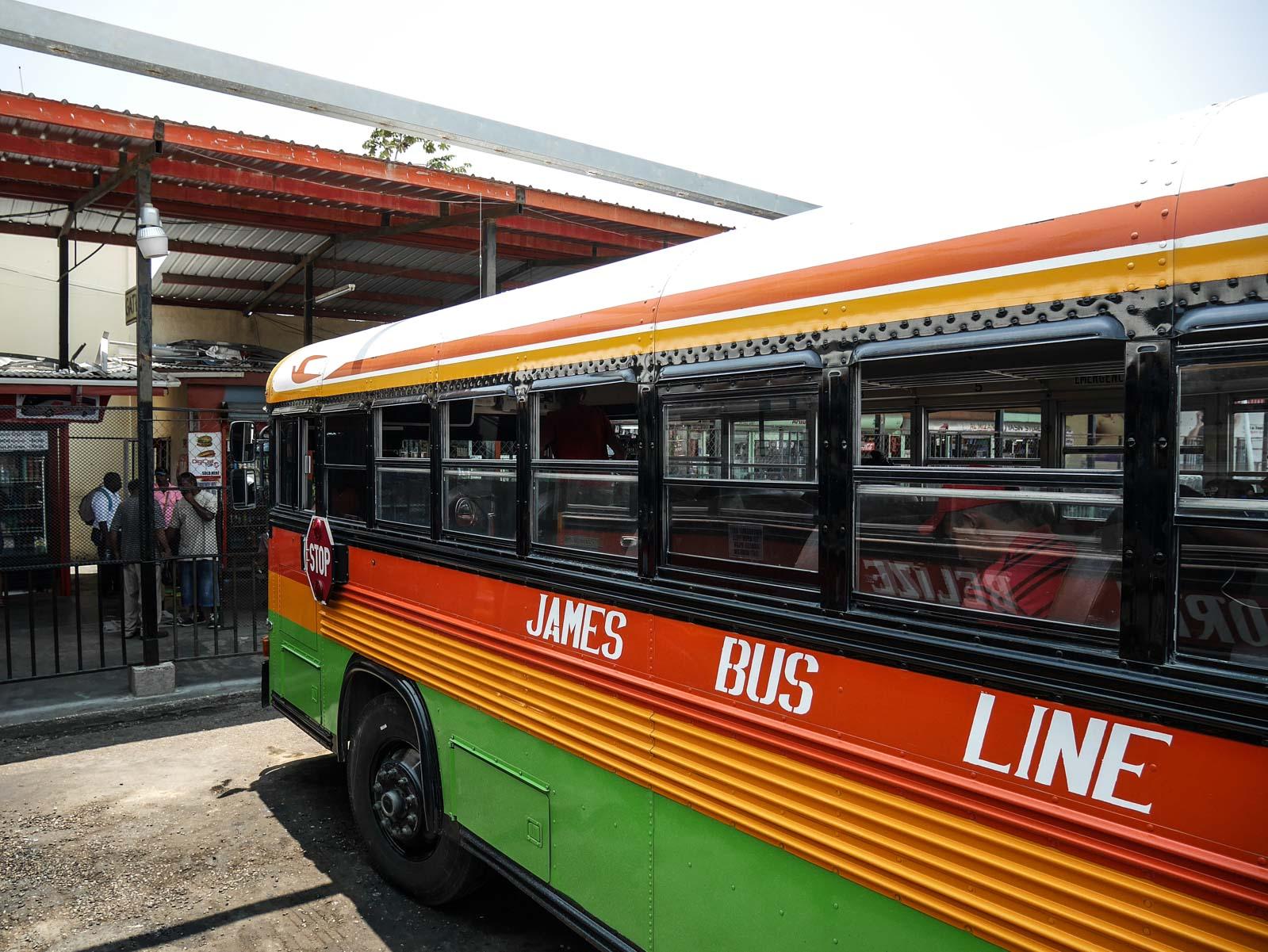 Prendre le bus en voyage au Belize