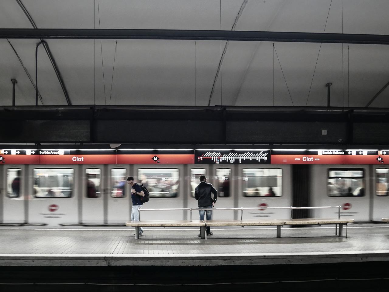 Prendre le métro pour se déplacer à Barcelone