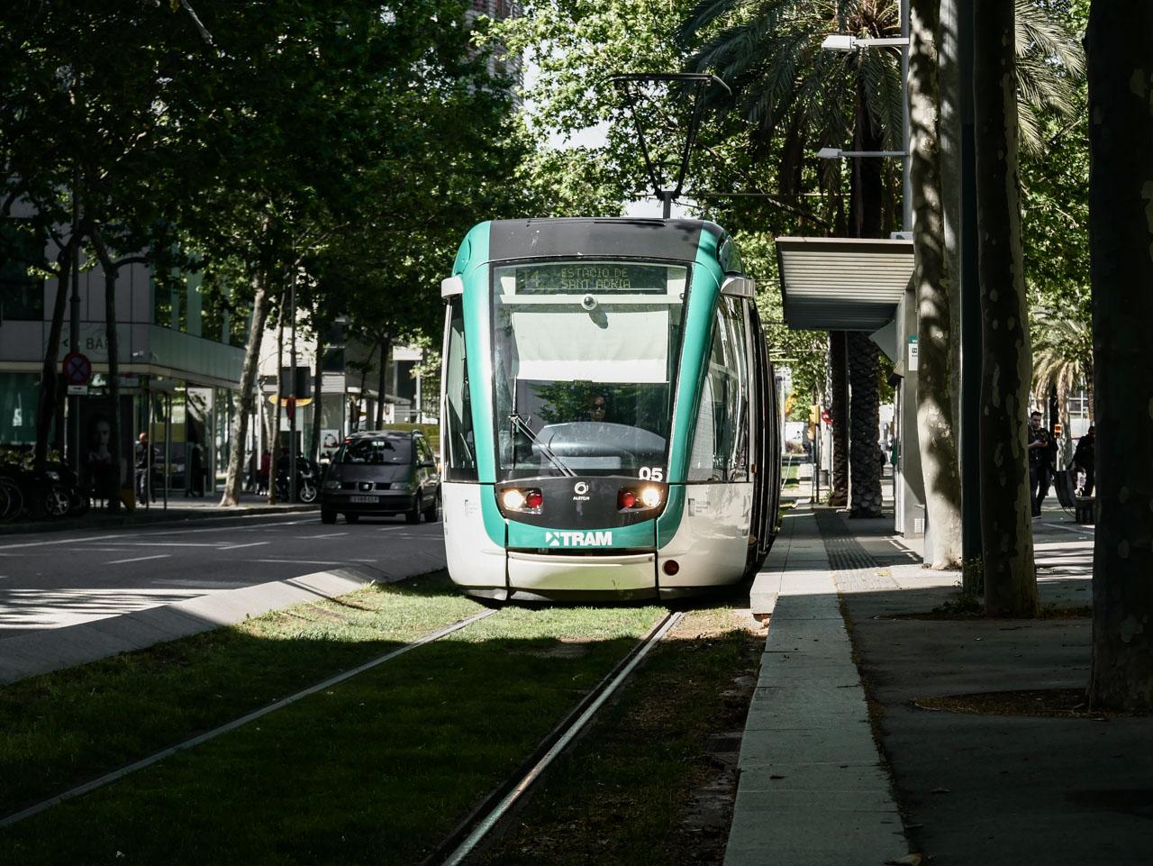 Prendre le tramway pour visiter Poblenou à Barcelone
