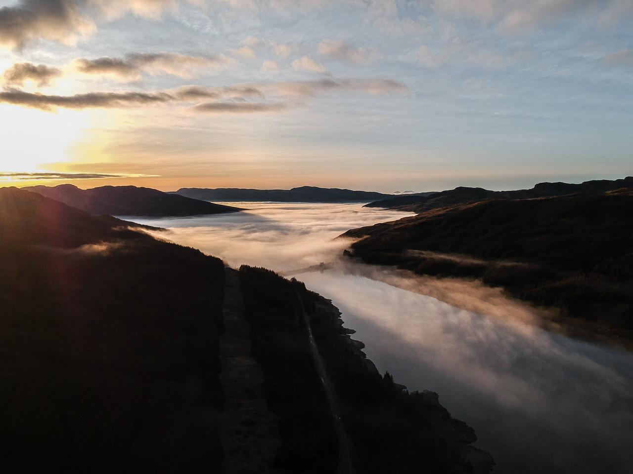 Vue aérienne d'une lac d'Ecosse