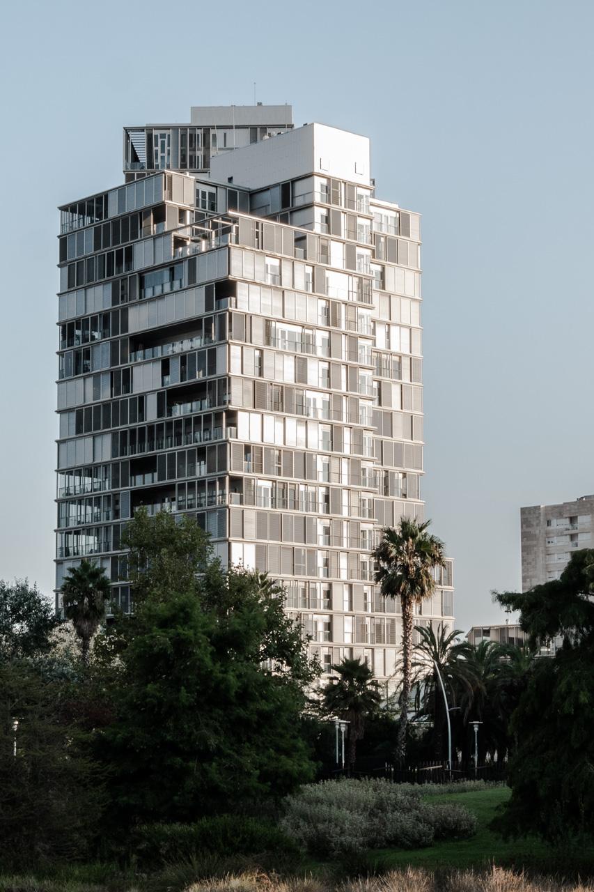 Architecture contemporaine sur le passeig maritim de Barcelone