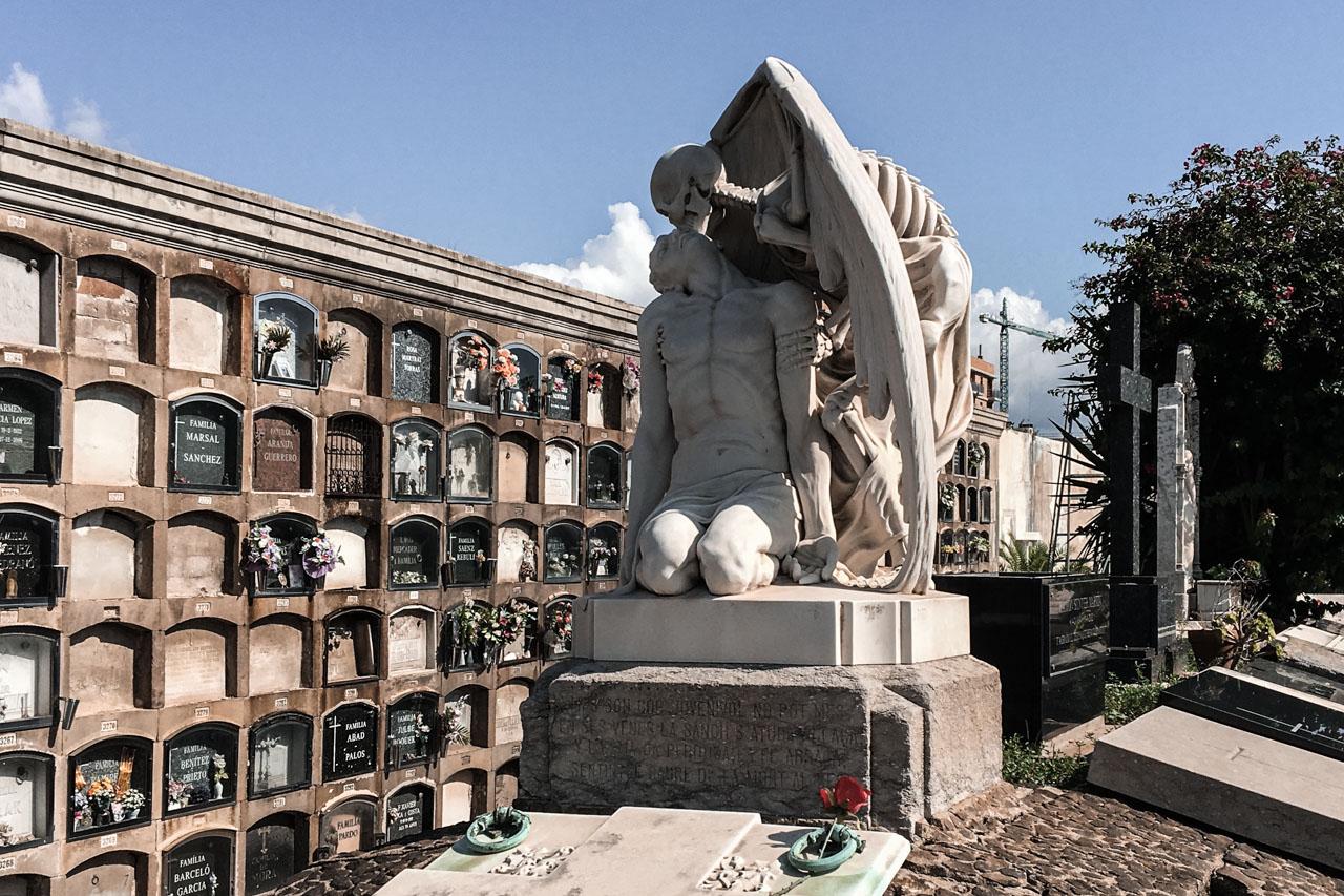 El beso de la Muerte à Poblenou : découvrir Barcelone
