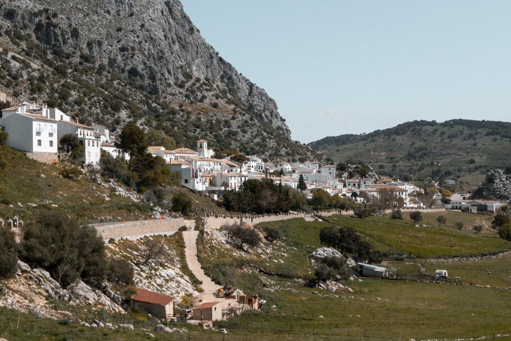Village blanc dans la sierra de Grazalema