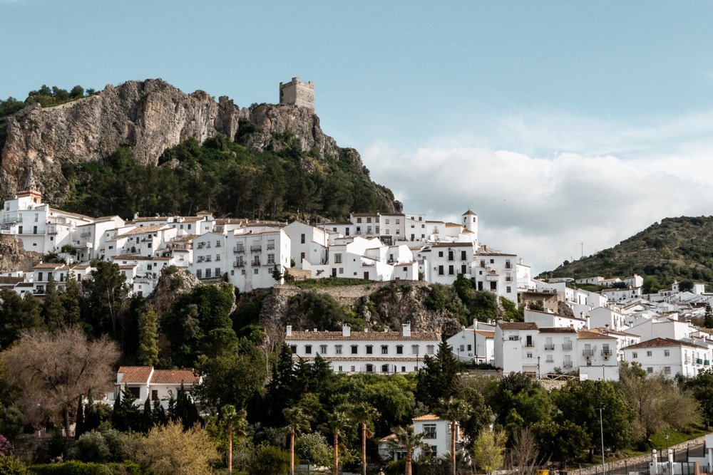 Le village de Zahara de la Sierra en Andalousie