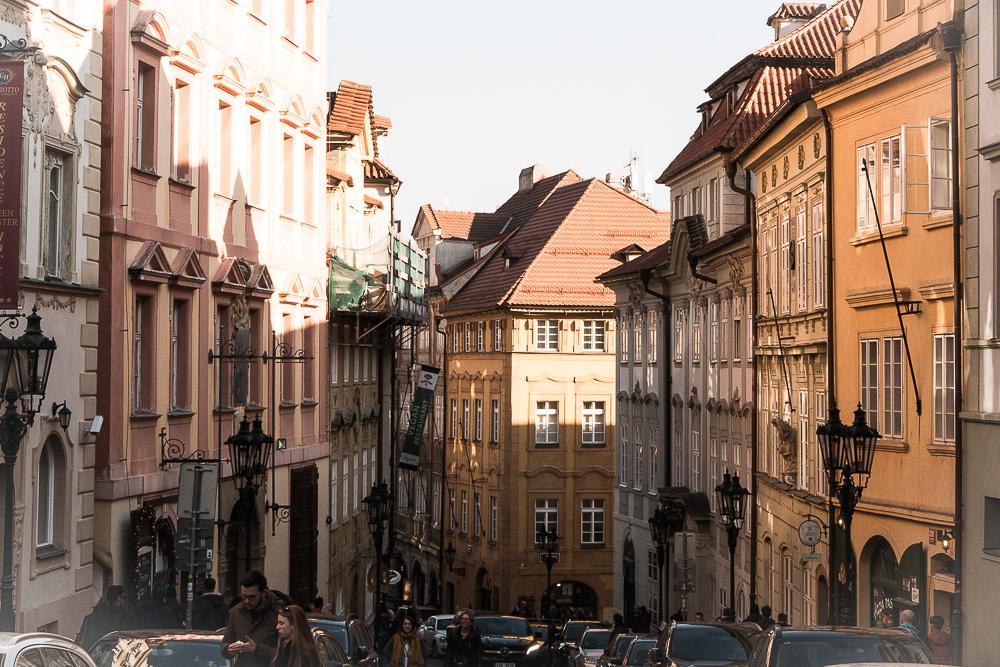 Dans les rues de Mala Strana à Prague