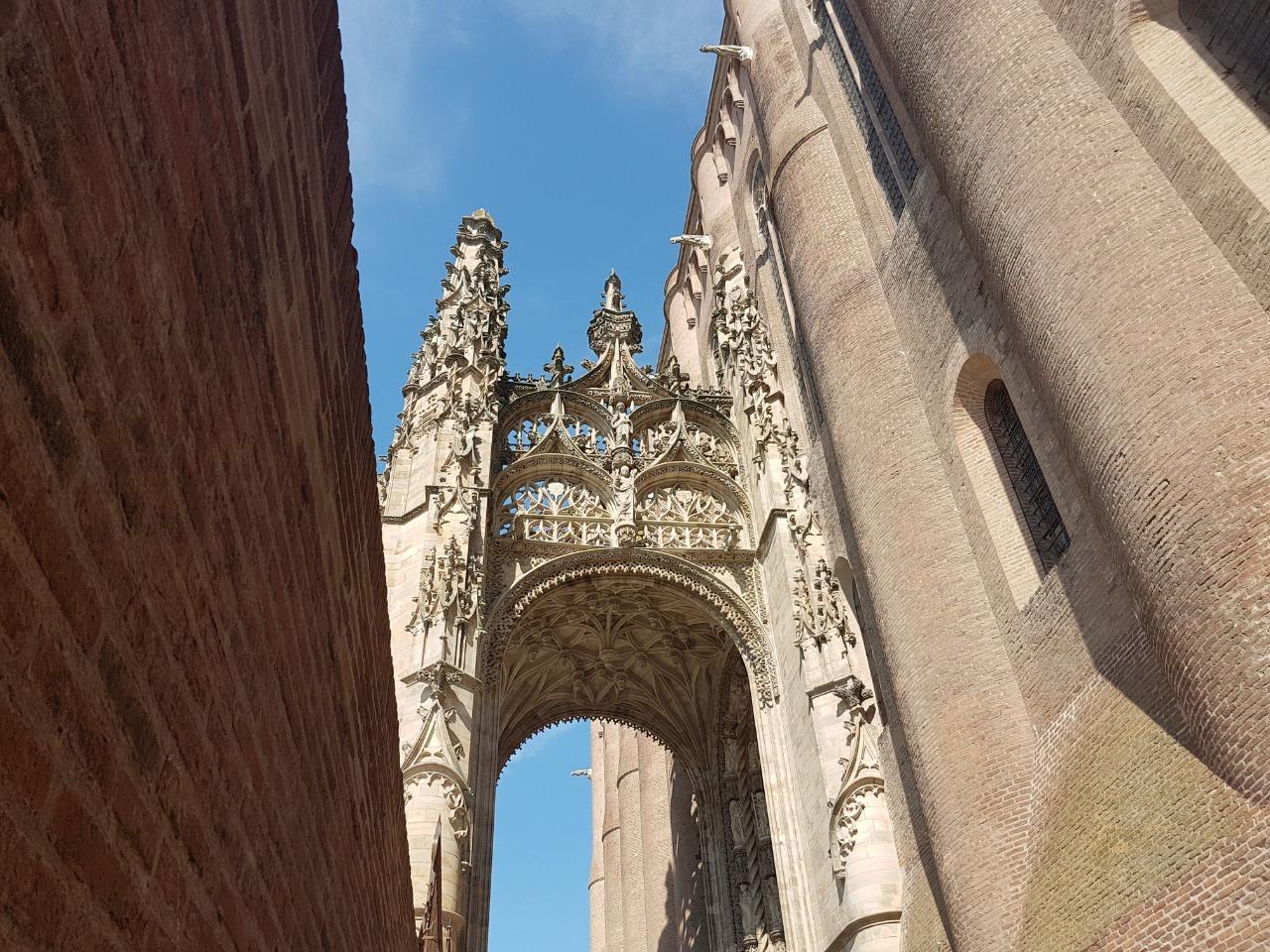 Albi cathédrale la fille de l'encre