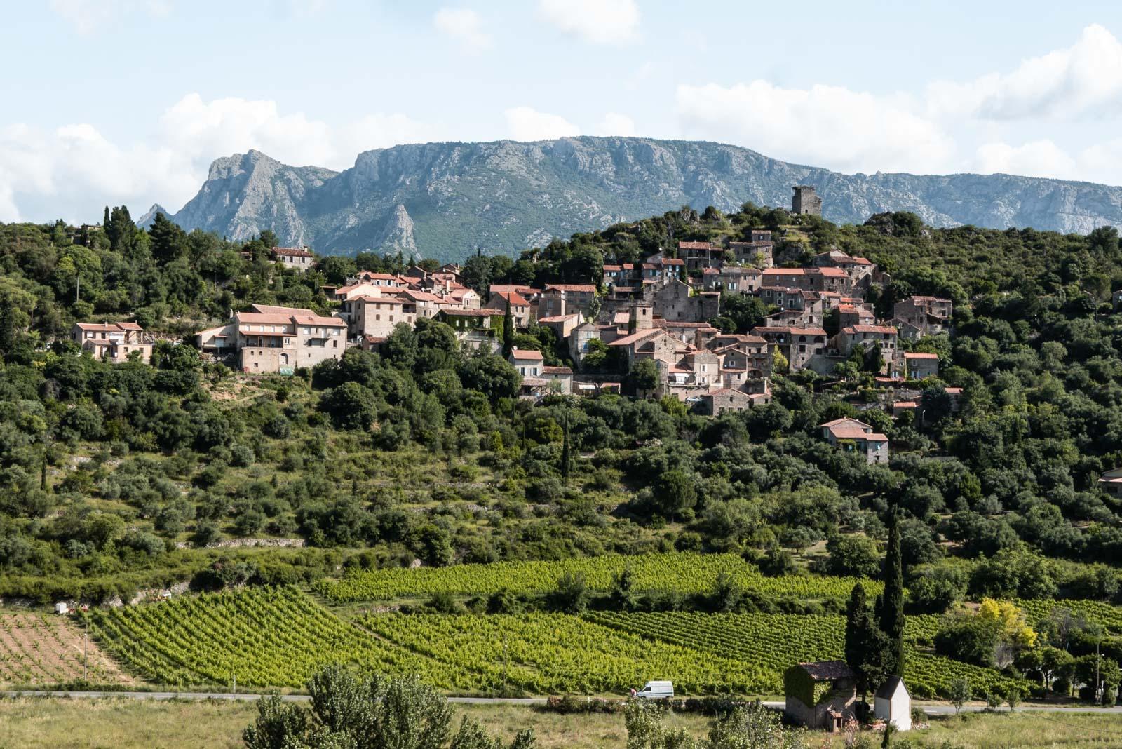 Panorama sur le village de Vieussan