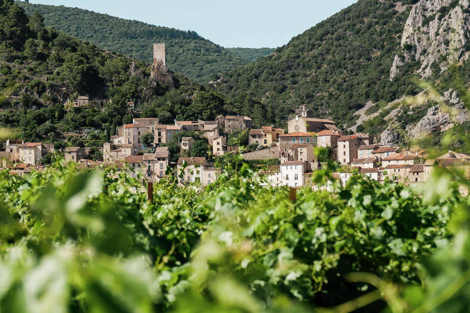 Découvrir Roquebrun dans la parc naturel régional du Haut Languedoc.