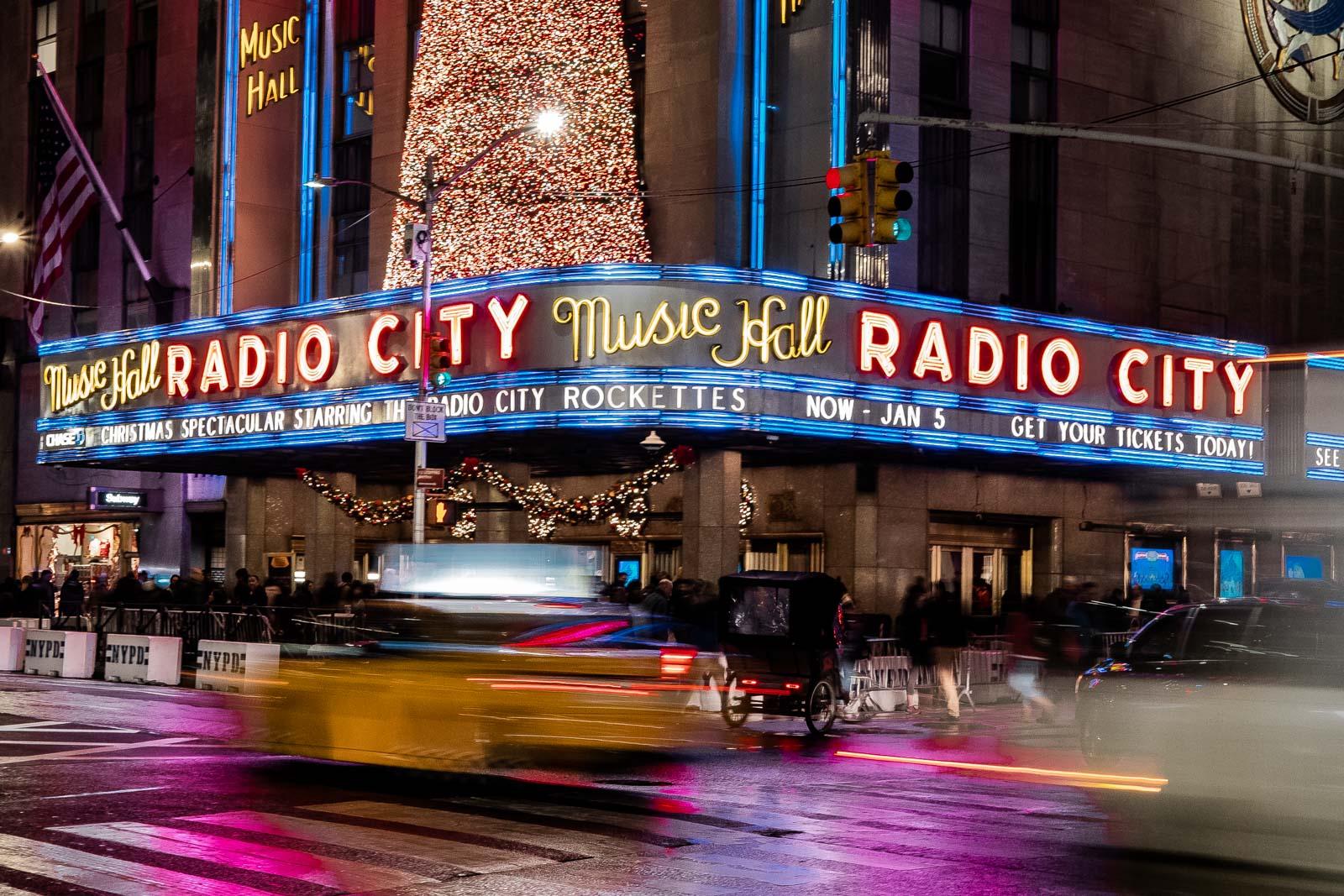 Dans les rues de New York la nuit