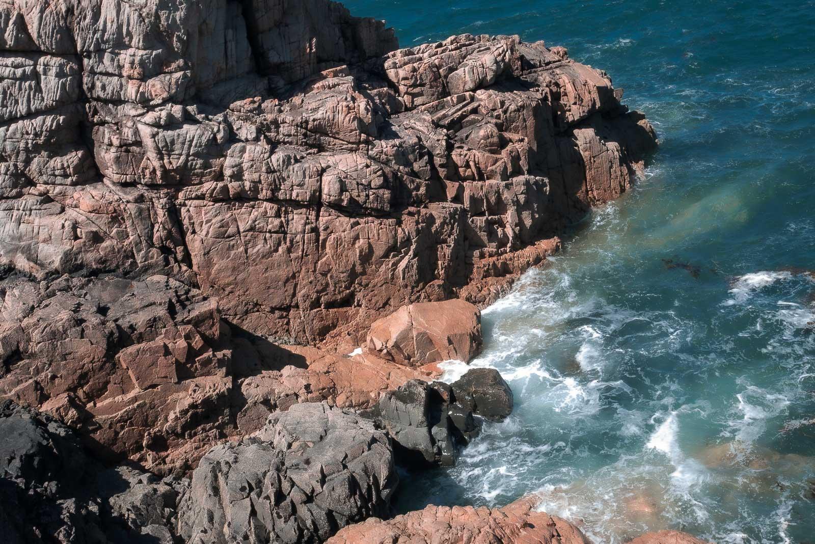 Regarder l'océan gronder en Bretagne